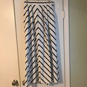 Cyrus black and white maxi skirt with pockets!